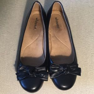 White Mountain black flats with bow never worn W9